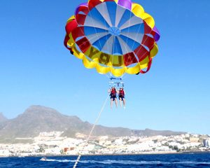 Couple doing Parascending